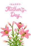 Tarjeta de felicitación floral para el día de madres con el texto rosado del brillo Lirios rosados realistas con descensos del ag Fotografía de archivo libre de regalías