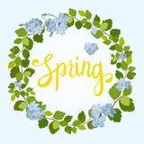 Tarjeta de felicitación hermosa con una guirnalda de las flores y de las letras azules de la primavera Imágenes de archivo libres de regalías