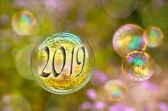 tarjeta de felicitación de la burbuja de jabón 2019 imágenes de archivo libres de regalías