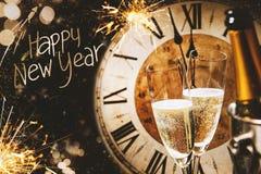 Tarjeta de felicitación de la Feliz Año Nuevo con champán Foto de archivo