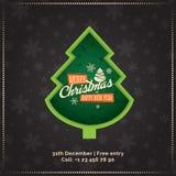 Tarjeta de felicitación de la Feliz Navidad y de la Feliz Año Nuevo, cartel, bandera Árbol de navidad verde en fondo de los copos Imagen de archivo libre de regalías