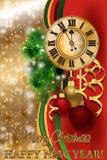 Tarjeta de felicitación de la Feliz Navidad y del Año Nuevo con el reloj de Navidad, vector stock de ilustración