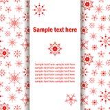 Tarjeta de felicitación de la Navidad, bandera con los copos de nieve rojos Fotografía de archivo