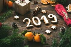 Tarjeta 2019 de felicitación de la Navidad o del Año Nuevo imagen de archivo libre de regalías