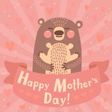 Tarjeta de felicitación para la mamá con el oso lindo. Imagen de archivo