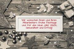 Tarjeta de felicitación para la Navidad con el texto alemán para la Feliz Navidad Imágenes de archivo libres de regalías