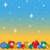 Tarjeta de felicitación para las vacaciones de invierno Debajo de varias bolas brillantes del árbol de navidad, con los copos de  Imagen de archivo libre de regalías