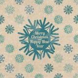 Tarjeta de felicitación retra de la Navidad con los copos de nieve Foto de archivo libre de regalías