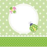 Tarjeta de felicitación verde del bebé de la mariquita Fotografía de archivo