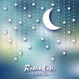Tarjeta de felicitación azul de la celebración de Ramadan Kareem Estrellas y luna creciente Fotos de archivo libres de regalías