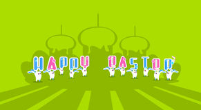 Tarjeta de felicitación colorida Pascua del conejo de la bandera feliz del día de fiesta de Bunny Hold Cake With Candle Imagenes de archivo