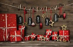 Tarjeta de felicitación de la Navidad con el texto para el amor, la suerte y la felicidad Imágenes de archivo libres de regalías