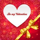 Tarjeta de felicitación del día de tarjetas del día de San Valentín con el corazón y la cinta Imágenes de archivo libres de regalías