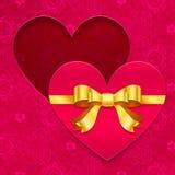 Tarjeta de felicitación del día de tarjetas del día de San Valentín con el corazón y la cinta Imagen de archivo libre de regalías