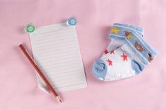 Tarjeta de felicitación recién nacida del bebé Imágenes de archivo libres de regalías