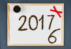 Tarjeta 2017 de felicitaciones del café de la Feliz Año Nuevo Imágenes de archivo libres de regalías