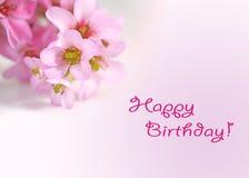 Tarjeta de felicitaciones del feliz cumpleaños con las flores Foto de archivo libre de regalías