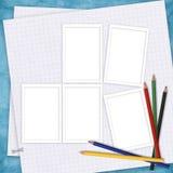Tarjeta de la escuela con el papel y los lápices Foto de archivo