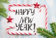 Tarjeta de la Feliz Año Nuevo con la decoración de la Navidad Imagenes de archivo