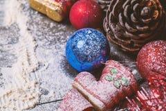 Tarjeta de la Feliz Año Nuevo con nieve en fondo Imagen de archivo