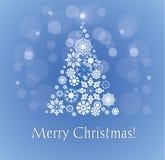 Tarjeta de la Feliz Navidad con el árbol de navidad nevoso. Fotografía de archivo