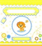 Tarjeta de la fiesta de bienvenida al bebé, amarilla con el león Fotografía de archivo