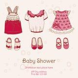 Tarjeta de la fiesta de bienvenida al bebé con los vestidos Imagen de archivo