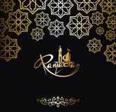Tarjeta de la invitación del Ramadán en oro en fondo negro Imagenes de archivo