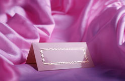 Tarjeta de la invitación en la seda Imagen de archivo libre de regalías