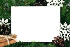 Tarjeta de la invitación de la Navidad para el saludo del día de fiesta adornada por el abeto Imagen de archivo libre de regalías