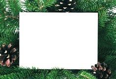 Tarjeta de la invitación de la Navidad para el saludo del día de fiesta adornada por el abeto Imagen de archivo