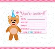 Tarjeta de la invitación del partido con el peluche Fotografía de archivo libre de regalías