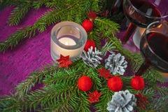 Tarjeta de la Navidad y del Año Nuevo con la vela Imágenes de archivo libres de regalías