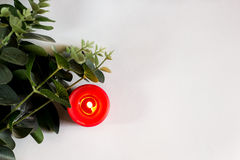 Tarjeta de la Navidad y del Año Nuevo con la vela Foto de archivo libre de regalías