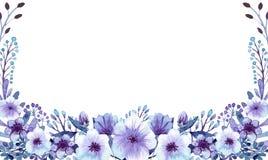 Tarjeta de la plantilla con el azul y Violet Flowers de la acuarela Fotos de archivo libres de regalías