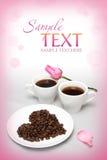 Tarjeta de la tarjeta del día de San Valentín con las café-habas Imagenes de archivo