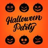 Tarjeta de letras escrita mano del partido de Halloween con el sistema de la calabaza de la linterna de 6 enchufes o Foto de archivo libre de regalías