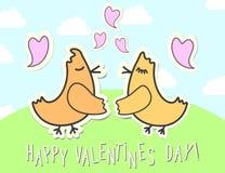 Tarjeta de los pájaros del amor para St Valentine& x27; día de s Pájaros con el cartel infantil de los corazones Fotografía de archivo libre de regalías