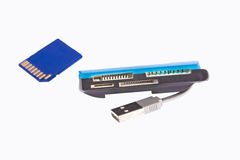 Tarjeta de memoria y lector de tarjetas universal con el USB Fotografía de archivo libre de regalías
