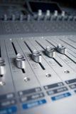 Tarjeta de mezcla del ingeniero audio Fotografía de archivo libre de regalías