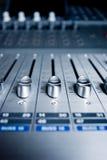 Tarjeta de mezcla del ingeniero audio Foto de archivo