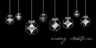 Tarjeta de Navidad adornada con la bola de plata, y con la enhorabuena de plata del ` de la Feliz Navidad del `, en fondo negro E stock de ilustración