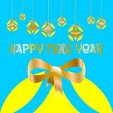 Tarjeta de Navidad adornada con las bolas coloreadas y el ` de oro de la Feliz Año Nuevo del arco y del ` escritos en lengua espa stock de ilustración