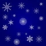 Tarjeta de Navidad azul con el fondo blanco de los copos de nieve stock de ilustración