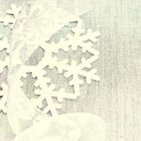 Tarjeta de Navidad brillante con los ornamentos de plata de la Navidad con la copia Imagen de archivo libre de regalías