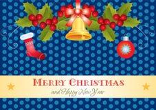 Tarjeta de Navidad con acebo, el regalo y la campana Fotos de archivo