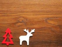 Tarjeta de Navidad con el árbol y el reno Fotografía de archivo