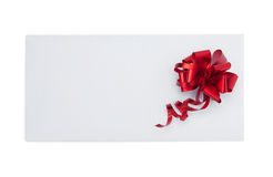 Tarjeta de Navidad con el arco rojo Foto de archivo libre de regalías