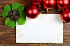 Tarjeta de Navidad con el fondo del papel en blanco Imagenes de archivo