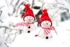 Tarjeta de Navidad con el muñeco de nieve del invierno Imágenes de archivo libres de regalías
